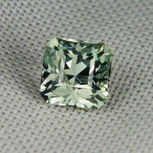 click enlarge light brilliant to green unheated index ct untreated montana sapphire